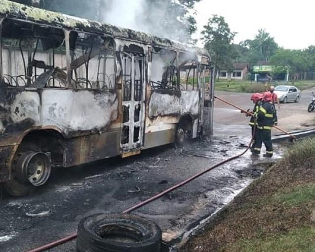 PA: Ônibus é destruído pelo fogo nesta manhã na cidade de Castanhal - revistadoonibus