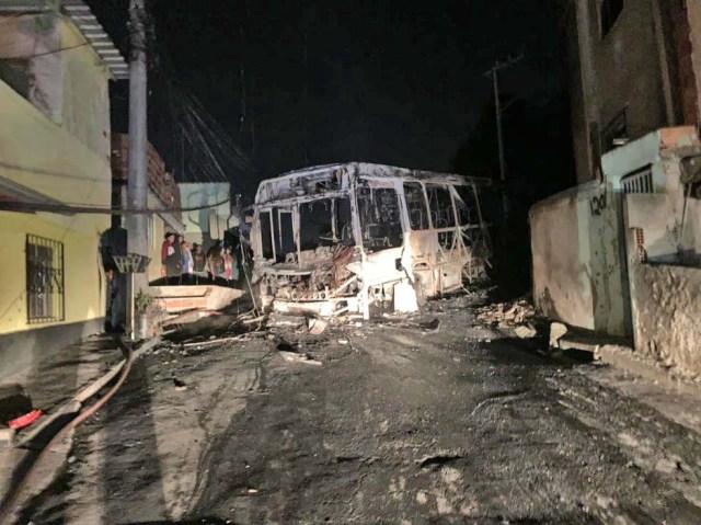 MG: Ônibus acaba destruído pelo fogo em Juiz de Fora - revistadoonibus
