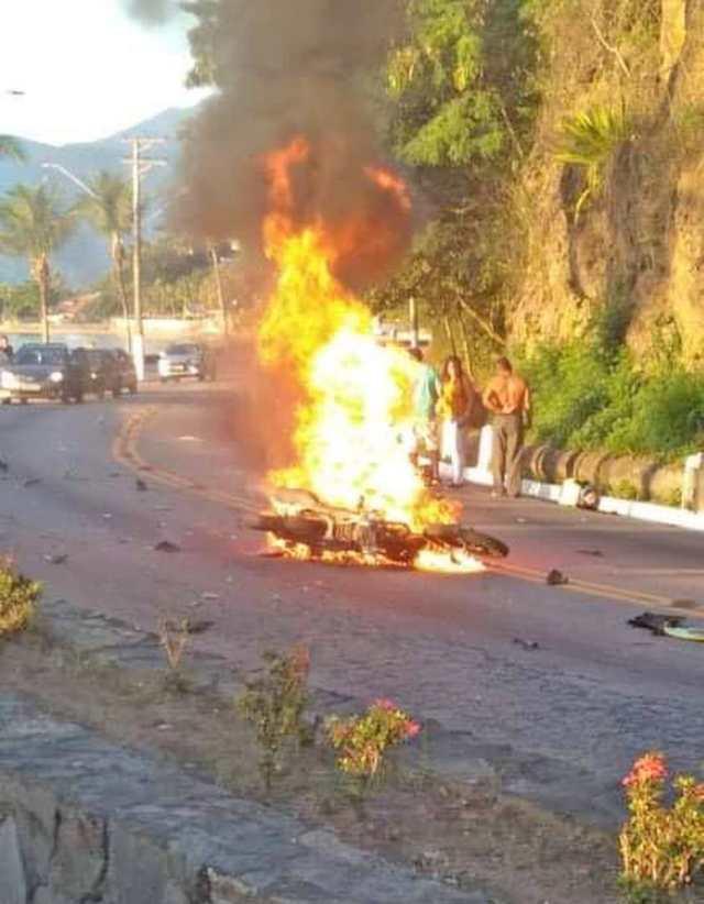 SP: Colisão entre moto e ônibus da Ecobus deixa um morto na Rio x Santos em São Sebastião - revistadoonibus