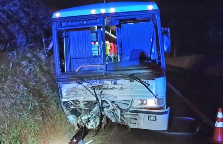 PR: Acidente entre carro e ônibus deixa duas pessoas mortas na BR-369 em Corbélia