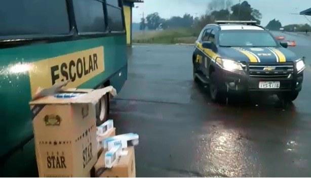 RS: PRF apreende cigarros contrabandeados em falso micro-ônibus escolar