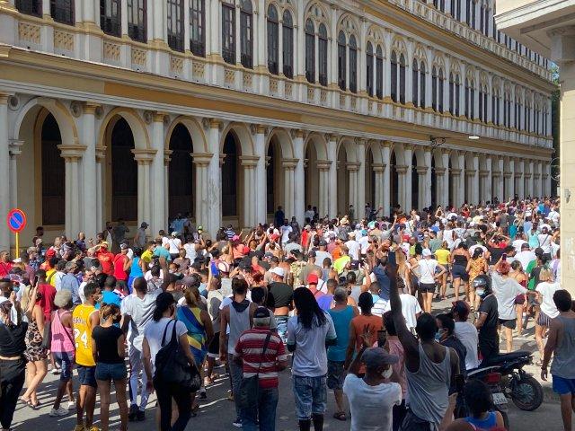 Cuba: Manifestação contra a ditadura suspende o transporte neste domingo - revistadoonibus