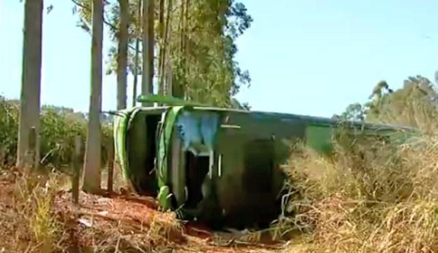 MG: Acidente entre carro e ônibus deixa um morto na MG-344 na cidade de Cássia - revistadoonibus