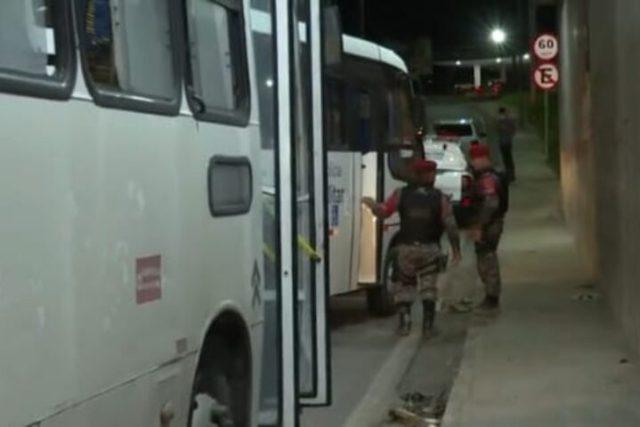 Manaus: Bandidos são detidos pela PM após assaltar ônibus na Zona Norte - revistadoonibus