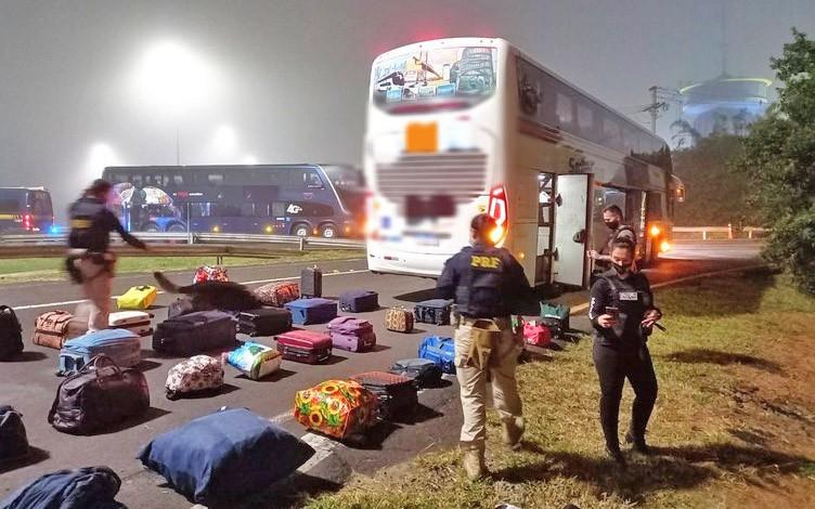 RS: Fiscalização da PRF apreende cinco pessoas com entorpecentes em ônibus na Freeway – BR-290