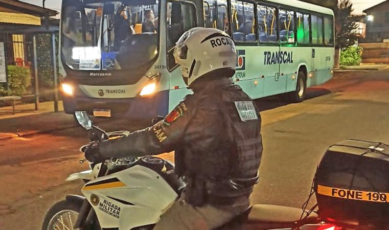 RS: Brigada Militar realiza patrulhamento em ponto de ônibus de Cachoeirinha