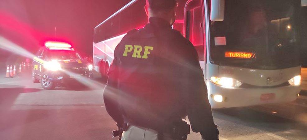 RS: PRF apreende passageiro de ônibus em Erechim que estava foragido da justiça de Goiais