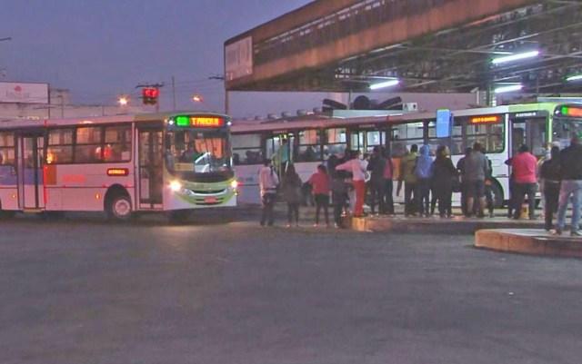 Sem embarque prioritário passageiros se aglomeram na Grande Goiânia - revistadoonibus