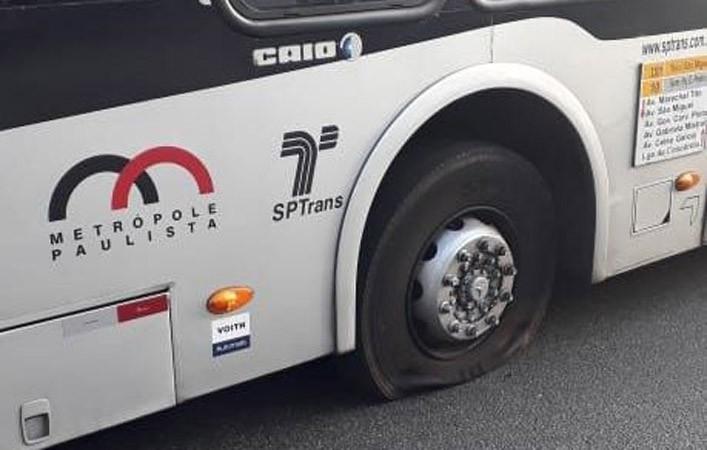 São Paulo: Vandalismo em 9 ônibus afeta a circulação do transporte nesta manhã