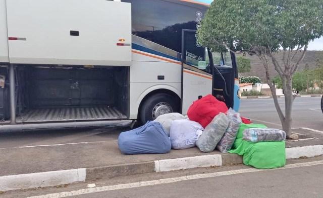 BA: PRF apreende roupas falsificadas em ônibus da Emtram durante fiscalização na BR-242 na Chapada Diamantina - revistadoonibus