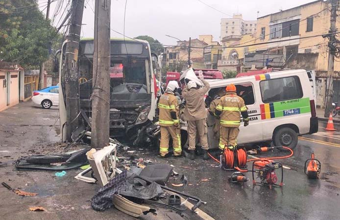 Vídeo: Acidente entre van e ônibus deixa seis feridos na Zona Norte do Rio de Janeiro