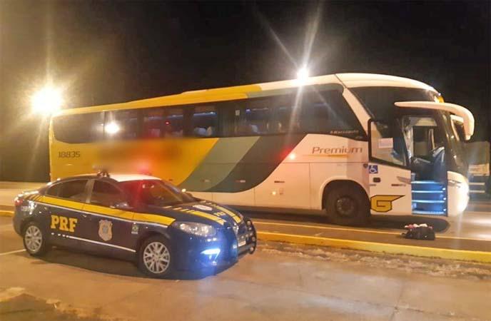 MG: PRF apreende passageiro de ônibus com entorpecente em Córrego Danta