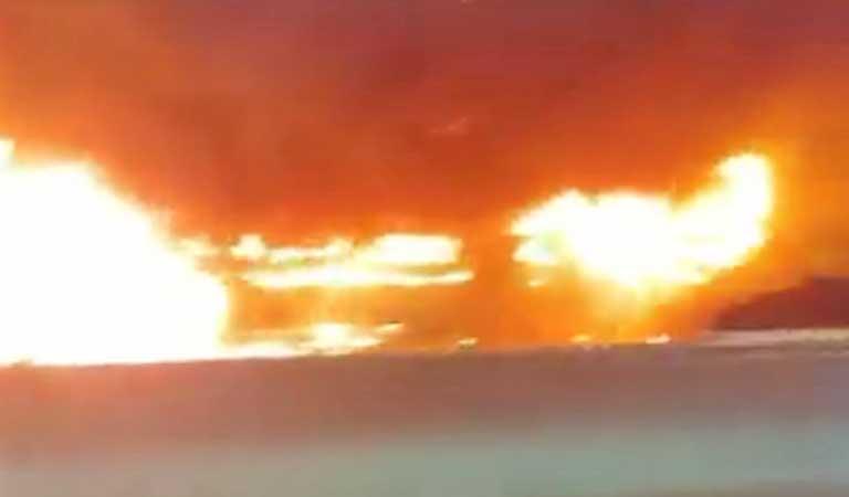 Vídeo: Ônibus pega fogo na Linha Amarela na zona oeste do Rio de Janeiro