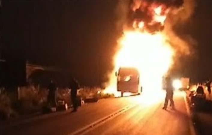 Vídeo: Ônibus da Ouro e Prata pega fogo na BR-230 em Marabá