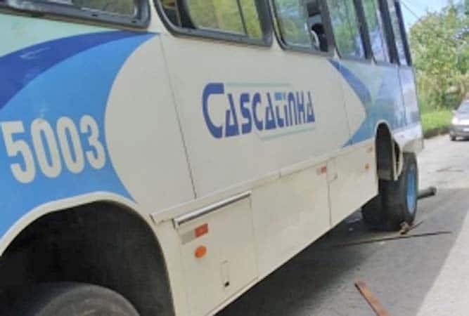 Vídeo: Ônibus da Viação Cascatinha perde eixo traseiro nesta manhã em Petrópolis