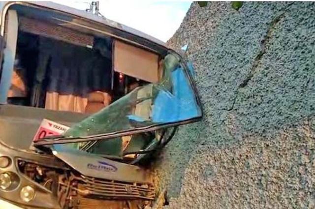 Vídeo: Motorista de ônibus perde controle e coletivo invade casa em Pedro Leopoldo/MG - revistadoonibus