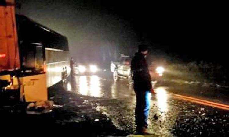 Cascavel: Acidente entre caminhão e ônibus deixa o fluxo lento na rodovia PR-180