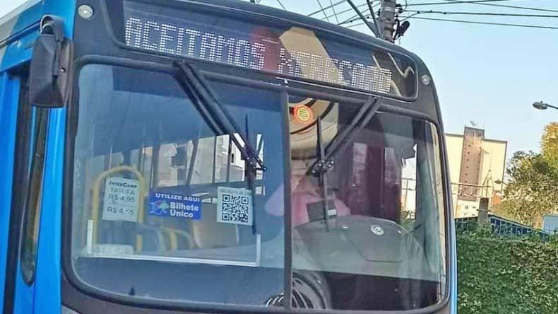 Campinas: Motorista é demitido após alterar letreiro de ônibus para 'Aceitamos xerecard'