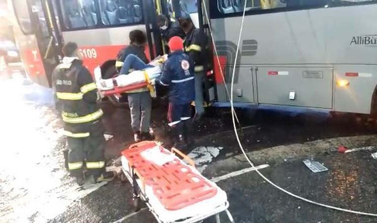 São Paulo: Acidente com ônibus deixa três feridos na Zona Leste