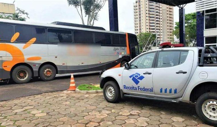 PR: Receita Federal apreende dois ônibus em fiscalização na BR-277