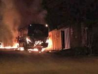 Vídeo: Dois ônibus são incendiados em Sete Lagoas/MG - revistadoonibus
