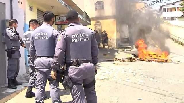 Vitória: Protesto por morte de homem no Morro do Quadro teve ônibus depredado - revistadoonibus