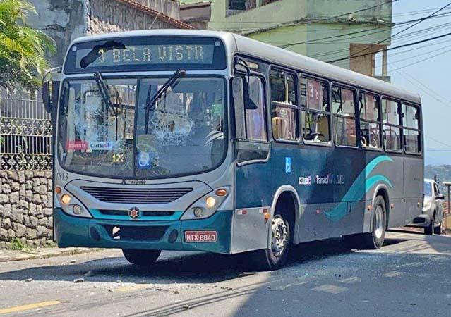 Vitória: Protesto por morte de homem no Morro do Quadro teve ônibus depredado