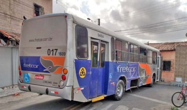 CE: Ônibus da Fretcar é abandonado no bairro Parque Albano em Caucaia - revistadoonibus