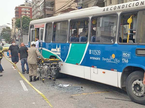 Rio: Acidente com ônibus da Penha Rio deixa 9  feridos na Tijuca neste sábado