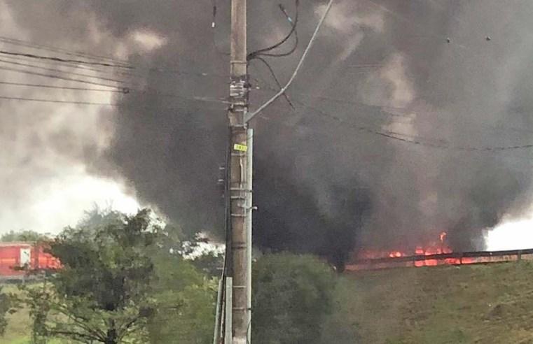 RS: Ônibus da Sogal pega fogo na BR-386 em Canoas, nesta manhã