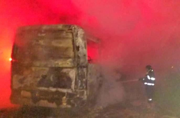 SP: Ônibus é incendiado em Cajamar na madrugada deste domingo