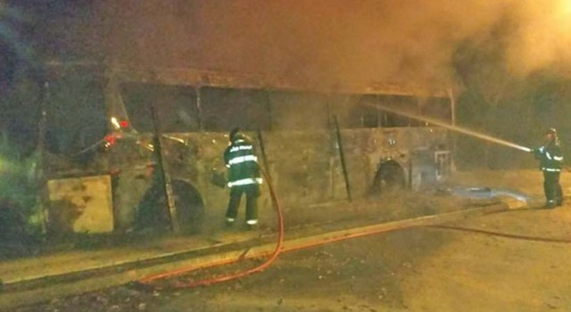 SP: Ônibus é incendiado em Cajamar na madrugada deste domingo - revistadoonibus