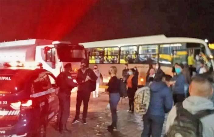 PR: Marginais realizam arrastão em ônibus Ligeirinho em Campo Largo