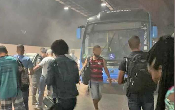 Rio: Ônibus do BRT tem princípio de incêndio no Túnel da Grota