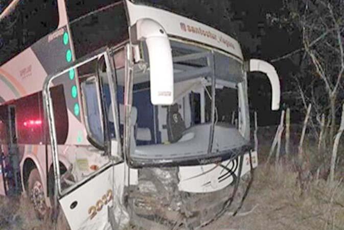 CE: Acidente entre ônibus e carro deixa um morto na BR-020, em Canindé