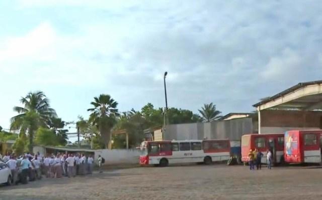 BA: Rodoviários de Lauro de Freitas realizam protesto por atraso de salários - revistadoonibus