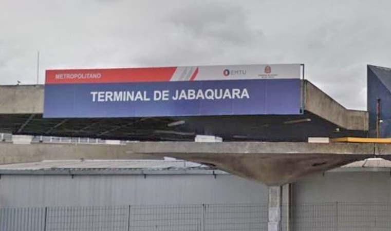 São Paulo: Guarda-vidas fazem ação no Terminal Jabaquara