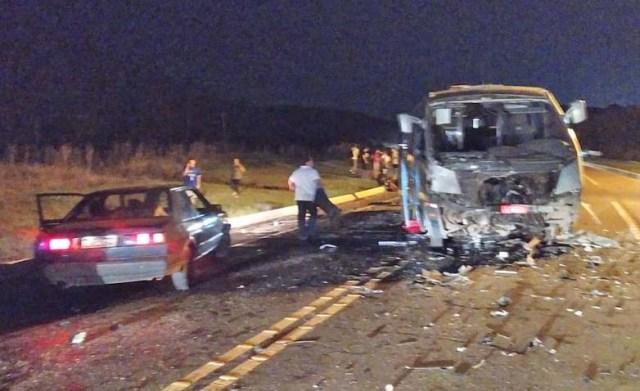 SC: Colisão entre caminhonete e micro-ônibus deixa três mortos em Lages na BR-282 - revistadoonibus