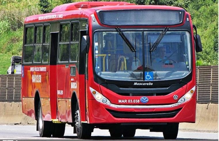 RJ: Trio tenta incendiar ônibus vermelhinho em Maricá e acabam levados para delegacia