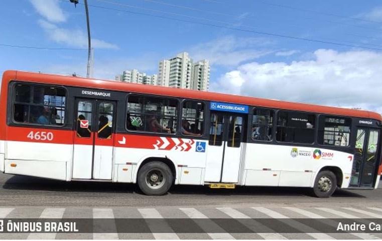 Maceió: Passageiro de ônibus é expulso do coletivo, após importunação sexual
