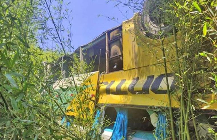 Leopoldina: Acidente com ônibus da Gontijo deixa 4 mortos e mais de 40 feridos na BR-116, diz rádio