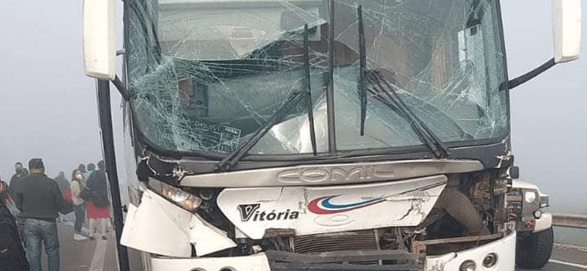 RS: Acidente dentre ônibus e carreta deixa 8 feridos na BR-116, em Eldorado do Sul