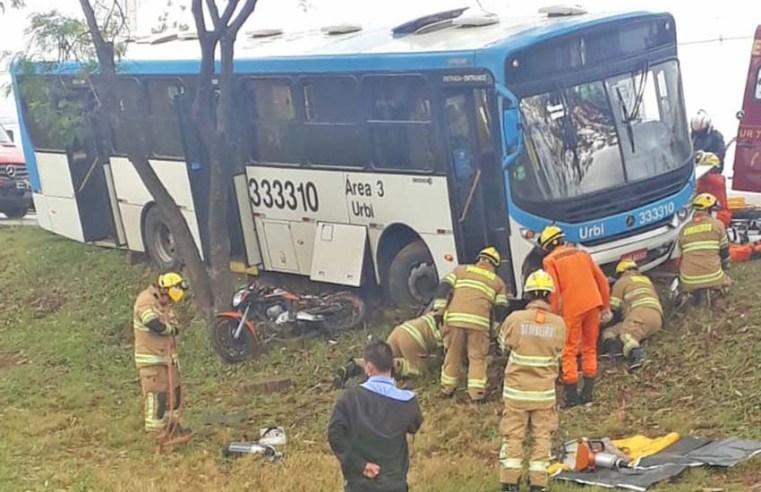 DF: Acidente entre moto e ônibus deixa uma pessoa ferida nesta manhã