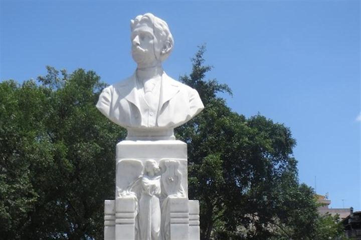 Monumento a Manuel de la Cruz