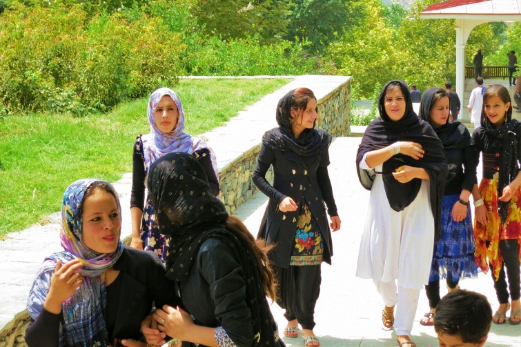 Mujeres afganas en Bagh-e-Babur, Kabul, Afghanistan; 2013 / Foto: Wikimedia Commons