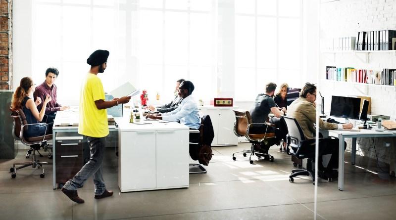 Retorno aos escritórios deve acontecer entre setembro e dezembro, aponta KPMG