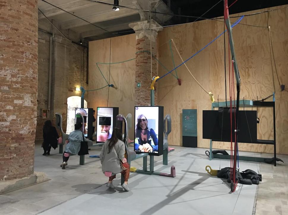 Neil Beloufa. Global Agreement, Bienal de Venecia 2019.