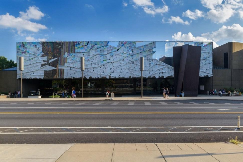 Three Angles, El Anatsui. Carnegie International, 2018. Foto cortesía: The Architects Newspaper