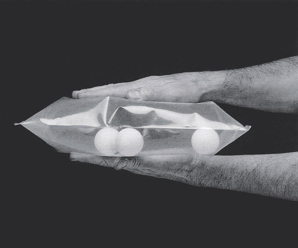 """Lygia Clark. Ping-Pong, 1966. Cortesía Associação Cultural """"O Mundo de Lygia Clark,"""" Río de Janeiro."""