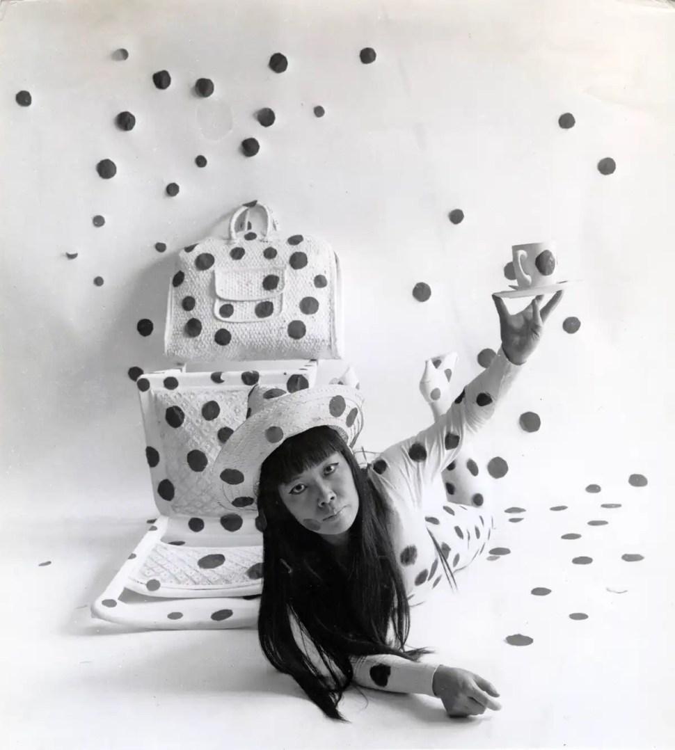 Yayoi Kusama. Self-Obliteration by Dots (1968) © YAYOI KUSAMA Foto Hal Reiff